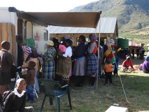 Crowds gathering for the mobile clinic at Hamali.